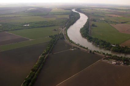 Sacramento River and Adjacent Farmland